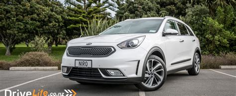 Eco On Kia Kia Niro Eco Hybrid Car Review Kia S Crossover To
