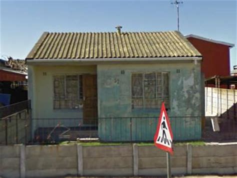 buying repossessed houses standard bank repossessed 3 bedroom house for sale on