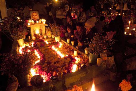 celebracin da de los difuntos en las comunidades celebraci 243 n de d 237 a de muertos en oaxaca pueblos magicos