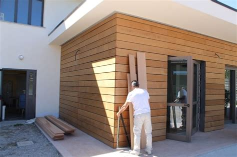 rivestimenti in legno per facciate esterne facciate ventilate in legno materiali per edilizia