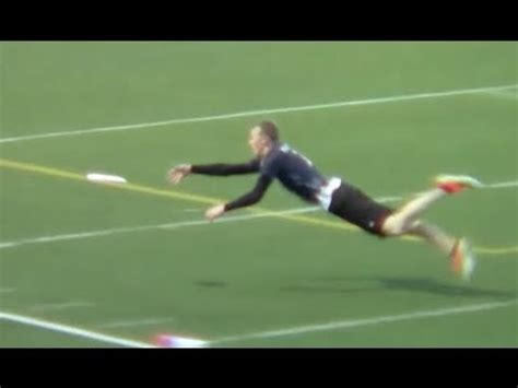 ultimate frisbee layout catch amazing ultimate frisbee diving catch youtube