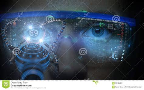 moniteur futuriste sur le visage avec l hologramme de code