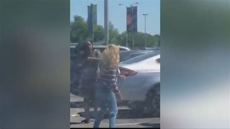 zoo lights parking houston wfaa com road rage women brawl over parking spot at
