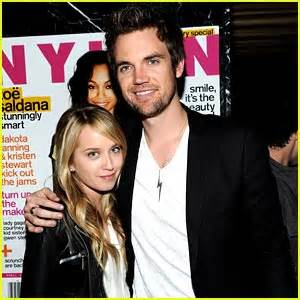 megan park et tyler hilton tyler hilton photos news and videos just jared jr