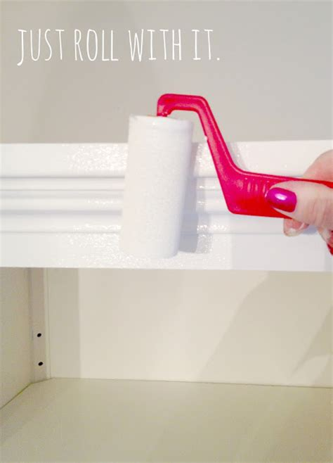 best roller for painting kitchen cabinets livelovediy how to paint kitchen cabinets in 10 easy steps