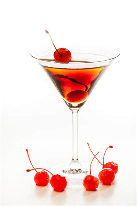 martini perfect how to make the perfect manhattan cocktail the original