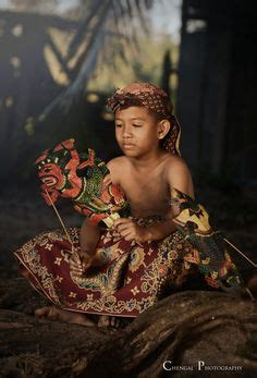 Kaos Wayang Ramayana balinese pose for a national geographic photographer