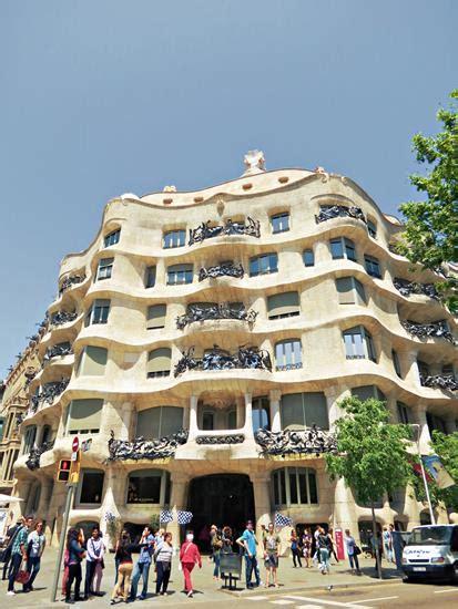 gaudi casa mila casa mil 224 la pedrera antoni gaud 237 barcelona guide
