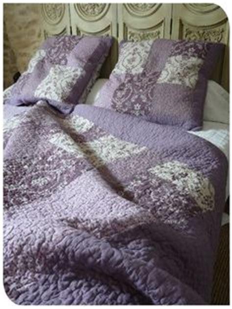 couvre lit parme couvre lit boutid parme et mauve boutis mauve