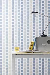 Charmant Tendance Papier Peint Salle A Manger #5: papier-peint-geometrique-pois-bleu-gris-beige-lampe-metal.jpg