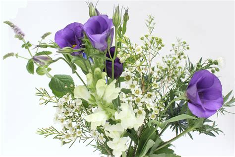 Arranging Wedding Flowers by Arranging Your Own Wedding Flowers A Few Tips Wolves In
