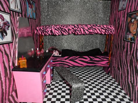 monster high bedrooms monster high doll house draculaura room isabelles board