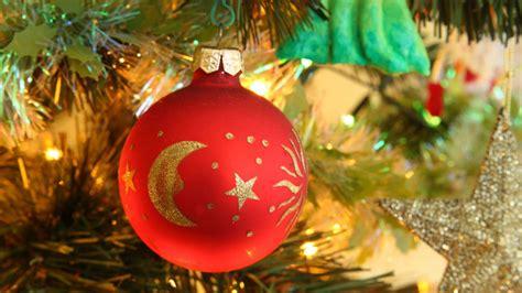 bolas de navidad en tonos azules