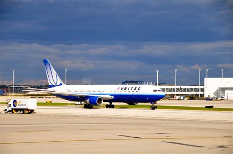 united airlines reviewing hubs management structure ceo united to rebank hubs ax smaller regional jets frequent
