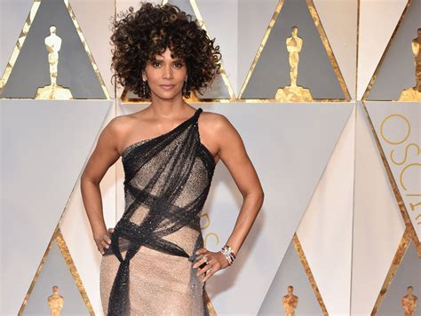 No Halle At The Oscars by Halle Berry S Oscar Hair Is Being Brutalized But The