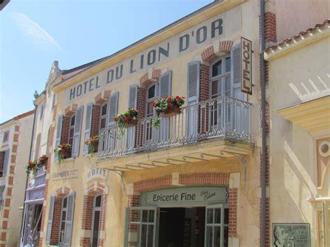 parc du decor puy du fou parc attraction decor hotel facade picslovin