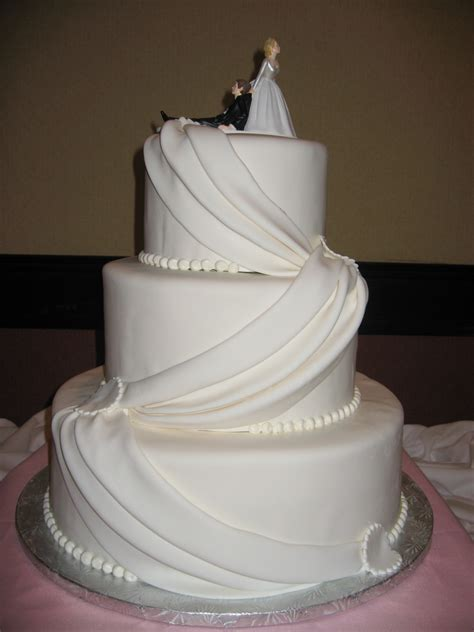 Simple Wedding Cake Decorating Ideas by Simple Wedding Decorations For The