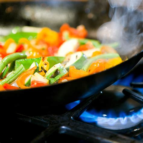 cuisiner au wok 駘ectrique comment agr 233 menter boissons et plats par l huile de coco