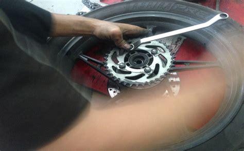 Baut Gear Belakang Set Honda langkah langkah mengganti rantai dan gear pada sepeda motor