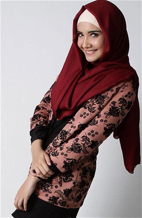 gambar desain zaskia sungkar 11 gambar contoh model blazer muslim terbaik oke