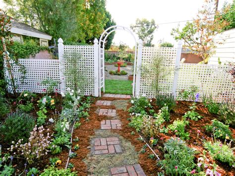 Backyard Lattice Structures by Backyard Design Ideas To Try Now Landscaping Ideas