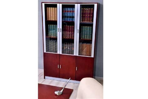 armadio moderno per ufficio a tre ante con vetrine di
