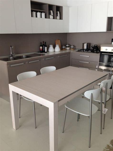tavolo in faggio tavolo horm allungabile astor in faggio e alluminio