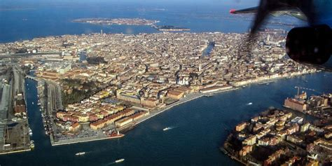 venice to airport how to get to venice by plane and get downtown from the