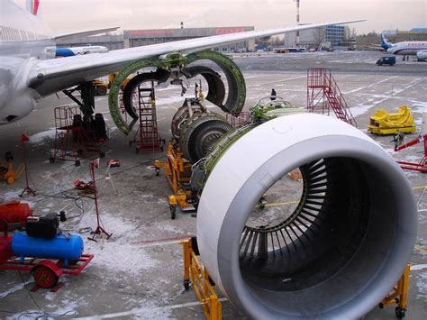 Miniatur Pesawat American Airlines Boeing B777 300er Medium Size 1 engine change on air boeing 777 at st petersburg