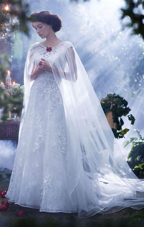 weisses brautkleid 25 best ideas about snow white wedding dress on