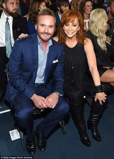 country musician divorce reba mcentire didn t want to split from husband of 26