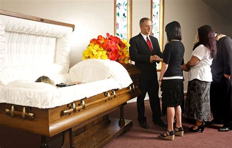 funeral etiquette funeral visitation blunders to avoid