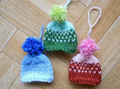Knit Ornaments - knit mini hat ornaments set of 3 small by cutecreationsbylea
