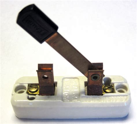 electric circuit with switch request i want to build garth s licorice dispenser from