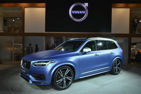 volvos  xc  design  north american debut   cool matte blue shade carscoops
