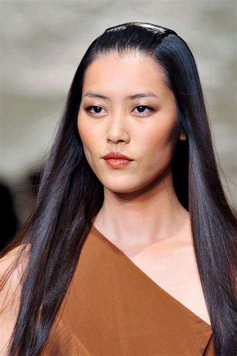 new beauty trends fashionable makeup looks refinery29 makeup trends from new york fashion week spring 2014