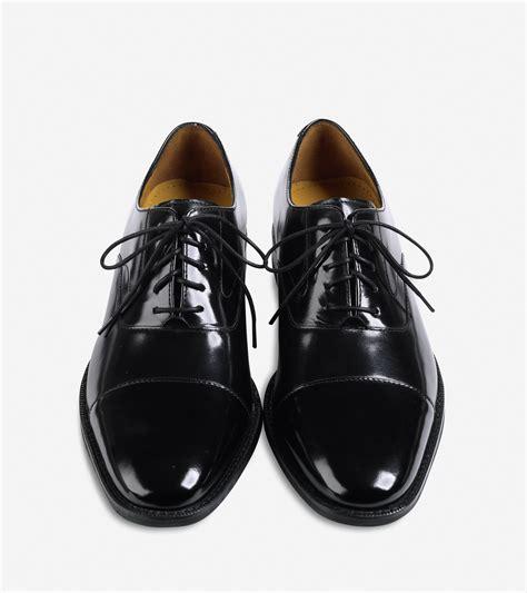 oxford cap toe shoes lyst cole haan air garrett cap toe oxford in black for