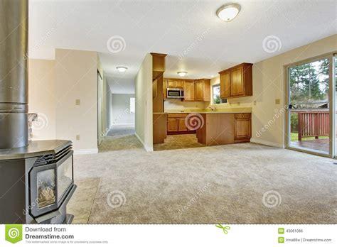 vid駮 de cuisine int 233 rieur vide de maison salon avec le secteur de cuisine