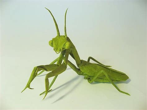 Origami Mantis - beautiful exles of origami paper hongkiat