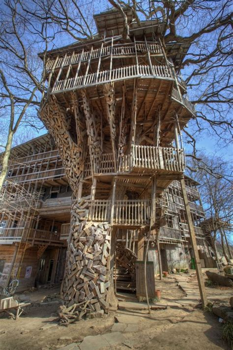worlds largest house world s biggest treehouse in crossville tennessee indulgd