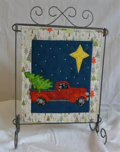 quest december monthly mini quilt kit from quiltvine on