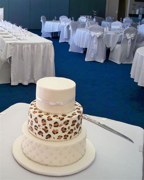 17 best images about safari wedding cakes on leopard cake themed weddings and