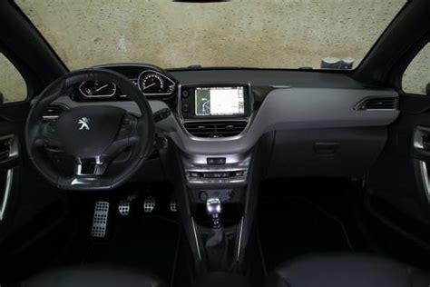 peugeot 208 interni confronto auto costi chilometrici consumi e prezzi di