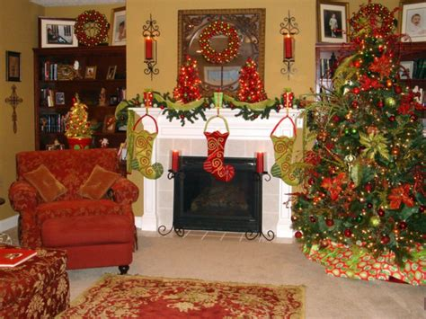 Christmas Decorations Ideas by 27 Inspiring Christmas Fireplace Mantel Decoration Ideas Digsdigs