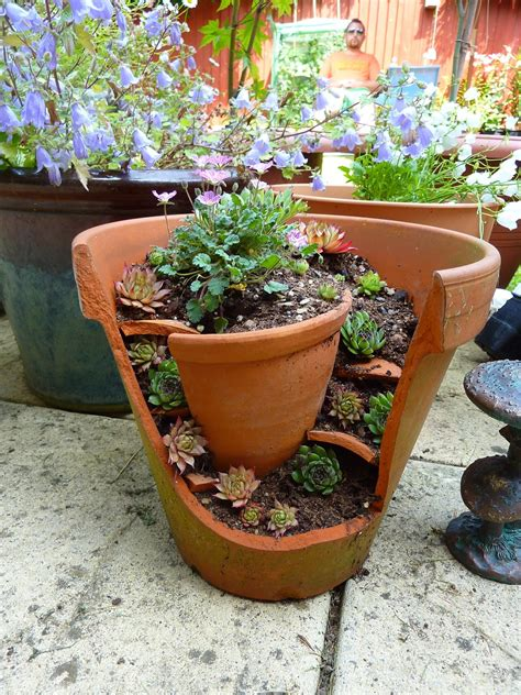 Garden Flower Pots Turn Broken Pots Into A Miniature Garden Page 2 Of 2