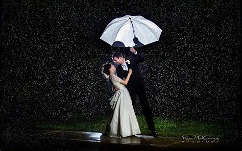 wallpaper rain couple romance of couple in a rainy night romantic sad couple