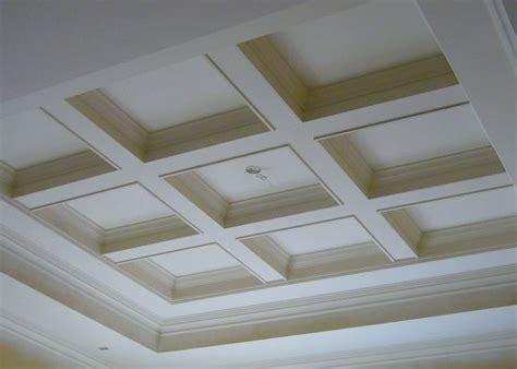 soffitto a cassettoni oltre 25 fantastiche idee su soffitto bianco su