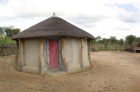 Xhosa Hutte by File Rondavel House In Botswana Jpg Wikimedia Commons