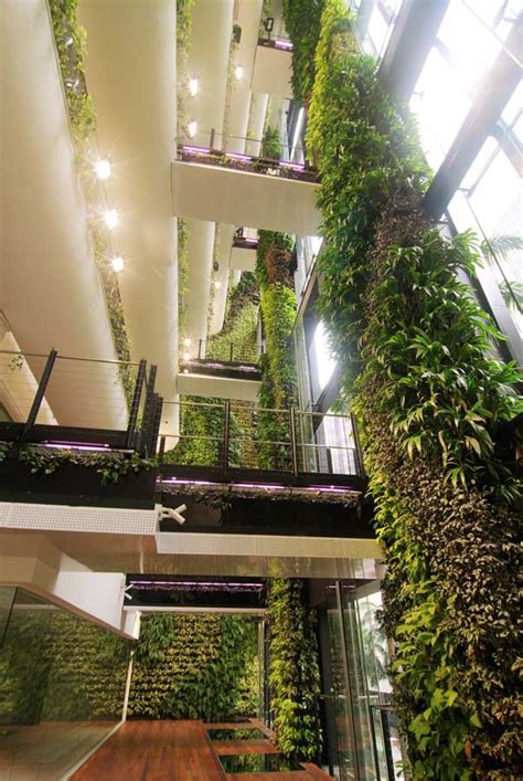 singapore cbd building hanging garden  architect