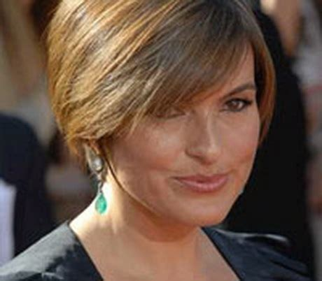 middle age women gaircut dark hair bang short hair styles for middle aged women